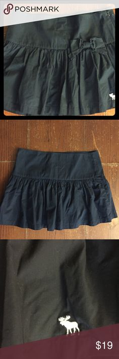 "Abercrombie & Fitch Women's Black Skirt With Bow Fully lined, side zipper, ruffled fun flirty cotton mini skirt. Length 14.5"", waist 16"", NWT. Abercrombie & Fitch Skirts Mini"