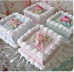 Lovely mini cakes at teatime Pretty Cakes, Beautiful Cakes, Amazing Cakes, Cupcakes, Cupcake Cookies, Fancy Cakes, Mini Cakes, Tea Cakes, Cake Decorating Tips