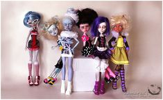 Monster High Repaints by Kamarza on Deviant Art. Her dolls are amazing!