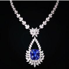 Look like the necklace from 'Titanic' #FKFJ#FarahKhanAli