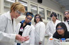Female scientists publish more and better research but are promoted less. New research from Mexico exposes gender gap in science there, and across the globe. Science Education, Teaching Science, Higher Education, Brain Science, Steam Education, Teaching Tips, Health Education, Best Post Workout Protein, Stem Careers