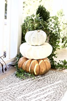 neutral Fall front porch decor | decorating with pumpkins via For All Things Lovely