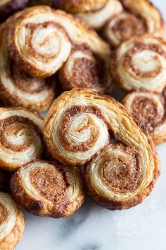 Cinnamon Sugar Palmiers- Cinnamon Sugar Palmiers These cinnamon sugar palmiers are ready in under 20 minutes and are sure to please everyone. Perfectly sweet, crunchy and made with store bought puff pastry. You& love these cookies! Puff Pastry Desserts, Puff Pastry Recipes, Puff Pastries, Cinnamon Rolls Puff Pastry, Choux Pastry, Shortcrust Pastry, Just Desserts, Delicious Desserts, Yummy Food