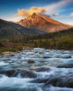 Západ slnka s pohľadom na ikonický Kriváň #podtatrami  #praveslovenske od  @borievkyphotogallery    @podtatrami.sk Mount Rainier, Waterfall, Mountains, Nature, Photos, Travel, Outdoor, Outdoors, Naturaleza