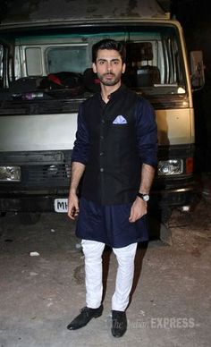 12 Saif Ali Khan Kurta Ideas Wedding Dress Men Indian Men Fashion Saif Ali Khan Kurta Designer kurta pajama designs for men new collection are the latest trends for men in wedding, engagements or any other parties and functions. 12 saif ali khan kurta ideas wedding