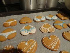 Pitihän Ukkelille tehdä pyllyjä ja tissejä :D. - by Riina -- #Piparkakku #Joulu #Gingerbread #Christmas #PipariBattle2013 sarja 2D