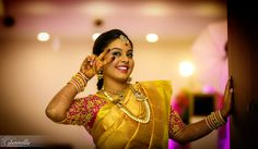 The Pink blouse for the Gold saree just adds to the cutsie image of the bubbly bride! Good choice Smirthi! www.shopzters.com
