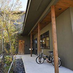 Natural Interior, Japanese House, Exterior Design, Entrance, Home, Entryway, Door Entry, Ad Home, Home Exterior Design