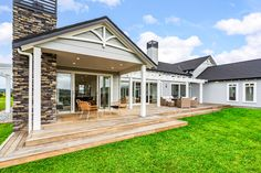 Linea Oblique Weatherboard, Axent Trim and HardieSoffit Lining all come together perfectly to bring a traditional feel to this stunning modern home Traditional Home Exteriors, Traditional House, Watercolor Architecture, Bedroom Layouts, Backyard Patio, My House, New Homes, House Design, Bootroom