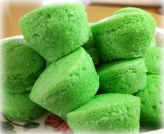 Heart of Mary: Steamed Rice Cakes: Putong Ube, Muscovado, Queso and Pandan Filipino Puto Recipe, Pinoy Food Filipino Dishes, Filipino Desserts, Asian Desserts, Filipino Recipes, Asian Recipes, Steamed Rice Cake, Rice Cakes, Steamed Buns