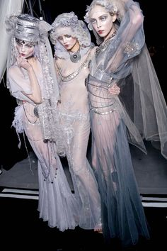 Natasha Poly, Magdalena Frackowiak & Tanya Dziahileva Backstage @ John Galliano F/W 2009-10, Paris