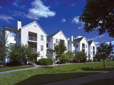 Village Green On Franklin Apartments In Southfield Mi Bordering Farmington Hills Has 1 And 2