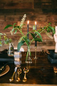 Mid-century modern wedding inspiration | Photo by Kat Bevel Photography | Read more -  http://www.100layercake.com/blog/?p=79845