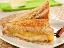 Sanduiche-de-banana-com-queijo-e-mel