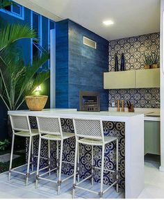 "95 Likes, 8 Comments - Galle | Architecture Gallery (@gallearquitetura) on Instagram: ""Tudo azul 💙💙💙 muito amor para essa área gourmet 😍 Foto via @inspiracaoedecoracao"""