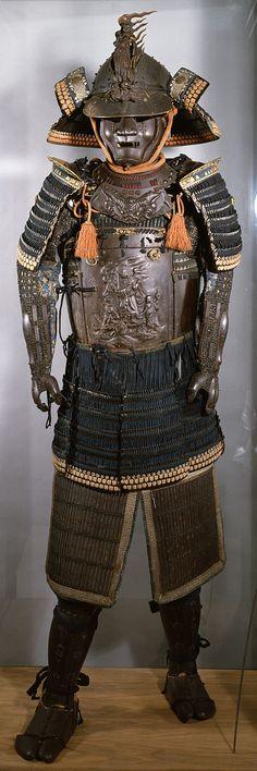 426px-Myochin_-_Suit_of_Armor_with_the_Buddhist_Deity_Fudo_Myo-o_-_Walters_51602.jpg (426×1279)