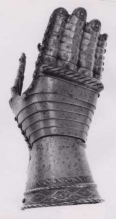 German, Augsburg    Mitten Gauntlet for the Right Hand, c. 1550    Steel - Art Institute of Chicago