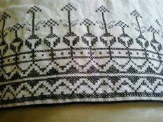 Enaguas traje típico palmero ,punto de cruz