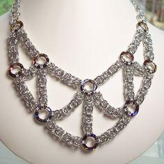 Volcán cósmico bizantino Chainmaille collar por katestriepenjewelry