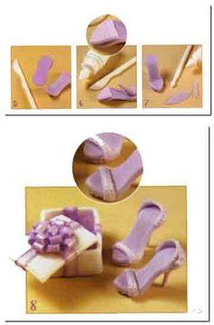 Los pequeños zapatitos de una princesa, con caja de regalo incluida pueden ser los souvenirs de un cumpleaños de quince. Puedes realizarlos de una manera sencilla y son realmente muy