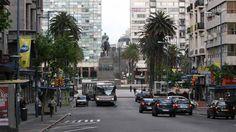 Av. 18 de Julio y Plaza Independencia, Montevideo, Uruguay