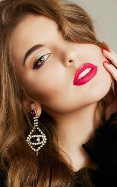 Gorgeous Eyes, Beautiful Girl Photo, Gorgeous Women, Belle Silhouette, Black Honey, Bollywood Actress Hot Photos, Beautiful Figure, Beauty Shoot, Flawless Face