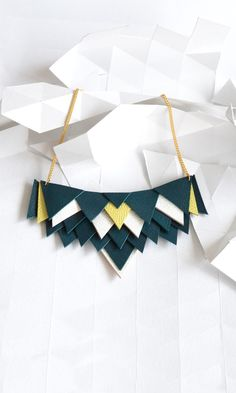 """Knock on wood / Collier plastron """"Isocèle"""""""