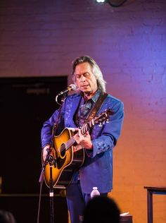 Jim Lauderdale at the Ludlow Garage. Photo: Nashville artist Jim Lauderdale performed to a small, but intimate audience at the Ludlow Garage on Saturday evening. Jim has written songs for a collection of other artists such as George Strait, Pattiy Loveless, Ann Womack, Elvis Costello and Dixie Chicks. Joe Simon for The Enquirer
