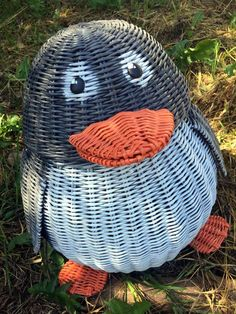 Плетение из газет Owl Fabric, Newspaper Crafts, Paper Basket, Plastic Bottles, Basket Weaving, Wicker Baskets, Projects To Try, Arts And Crafts, Crochet Hats