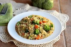 Chinese Vegetable & Quinoa Stir-Fry (Vegan, Paleo): this recipe has an authentic taste that will remind you of your favourite Chinese restaurant (minus the MSG).