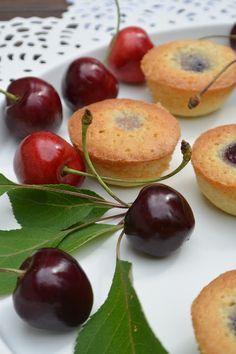 Celebration Treats 4U: Mini kirsikka-frangipanepiiraat Plum, Celebration, Treats, Fruit, Mini, Food, Sweet Like Candy, Goodies, Essen
