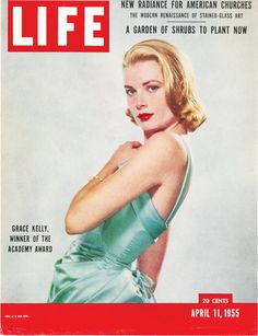 """Life Magazine cover, """"Grace Kelly, Winner of the Academy Award"""", April 1955 Old Magazines, Vintage Magazines, Vintage Books, Life Magazine, Magazine Stand, Princesa Grace Kelly, Madonna, Les Oscars, Famous Hairstyles"""