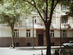 Romania 1984-1986 vazuta din ambasada SUA | Muzeul de Fotografie Bucharest, Romania, Mansions, Live, House Styles, Socialism, Home Decor, Travel, Decoration Home