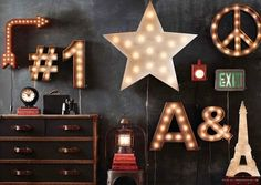 Rafa-kids : RH for Christmas star with lights, big letters, signals, blackboard wall, vintage and great decoration. Marquee Sign, Marquee Lights, My New Room, My Room, Luminaire Original, Boys Bedroom Furniture, Modern Furniture, Furniture Design, Luminaire Vintage