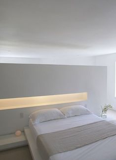 White with style licht badezimmerspiegel Beautiful indirect lighting in this white and pure bedroom inside the residential Lymm Water Tower by Ellis Williams Architects.