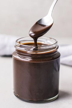 Whip up This Famous Hot Fudge in Just 15 Minutes - - This rich, old-fashioned-style ice cream topping recipe originally comes from the candy shop at the Old Occidental Hotel in Muskegon, Michigan. Chocolate Sauce Recipes, Chocolate Fudge Sauce, Fudge Recipes, Chocolate Chocolate, Chocolate Sauce Recipe For Ice Cream, Homemade Chocolate Syrup, Chocolate Dipping Sauce, Syrup Recipes, Chocolate Topping