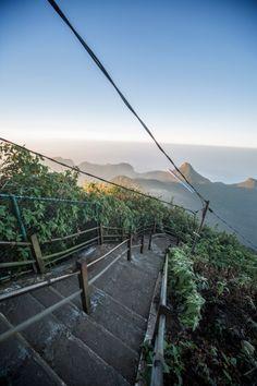 Besteigung des Adams Peak - Der 2243 Meter hohe Adams Peak auch Schmetterlingsberg genannt, befindet sich im Hochland Sri Lankas.