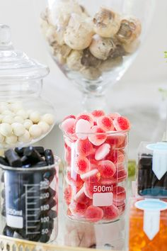 How to Set Up The Perfect Halloween Candy Cart / Halloween Candy / Fall Entertaining / Halloween Party Ideas / Easy Entertaining