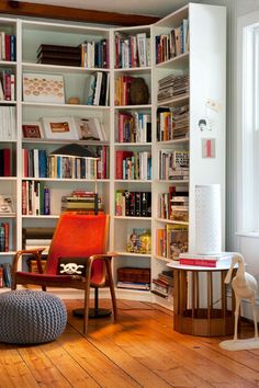 Angle shelves around the bend. Bookshelves that go 'round the bend make the most of a corner's storage potential. This creates a good spot in which to float a comfortable reading chair or chaise longue.