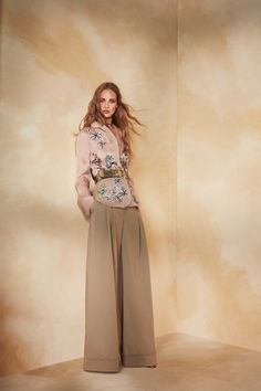 Alberta Ferretti Resort 2018 Collection Photos - Vogue#rexfabrics#purveyoroffinefabrics#cometousforfashion#passionforfabrics