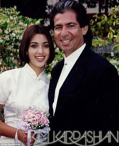 Who is Kim Kardashian's father, Robert Kardashian? Robert Kardashian, Young Kim Kardashian, Familia Kardashian, Kardashian Family, Kanye West, Kim And Kourtney, Jenner Family, Models, Fashion Dolls