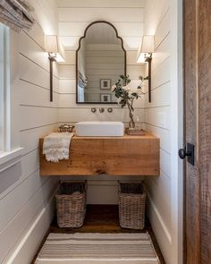 Awesome Farmhouse Bathroom Vanity Remodel Ideas – Best Home Decorating Ideas - Page 2 Bad Inspiration, Bathroom Inspiration, Mirror Inspiration, Interior Inspiration, Modern Farmhouse Bathroom, Farmhouse Small, Rustic Farmhouse, Fresh Farmhouse, Farmhouse Ideas