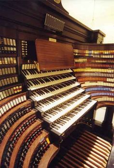 Console of the enormous Wanamaker Organ at Macy's in Philadelphia.