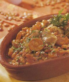 Receita de Feijoada à Transmontana - A feijoada à transmontana é um prato da gastronomia portuguesa, que tem origem na região de Candedo. Esta feijoada é tradicional em Valpaços, indispensável no almoço do chamado Domingo Gordo.
