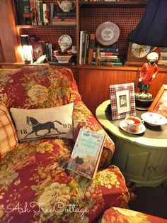Ash Tree Cottage: Immersed in a Good Book