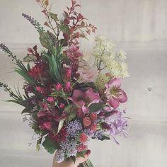 今月はハワイ挙式される花嫁さまも多くいらっしゃいます。持ち運びも安心のアーティフィシャルフラワーのブーケ  #bouquet #flowers #raque