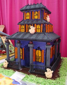 Haunted House Cake   halloween haunted house cakes picture