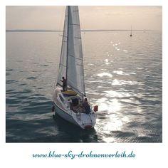 Unser #Segelausflug auf dem #Bodensee war besonders schön. Das #Wetter war super und den #Sonnenuntergang auf dem See zu sehen ist der Hammer. Dabei sind richtig schöne Fotos und Videos entspanden. Hier ein kleiner Einblick was der #DjiSpark aufgenommen hat für uns. PS: es ist gar nicht so leicht eine #Drohne von #Boot aus zu starten und wieder zu landen. . . . . .  #dieweltvonoben #drohnefliegen #drohnemieten #HD_Drohne #rausgehen #draußen #drohnenflug #Drohnenverleih #Drohnemieten…