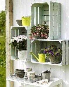 muebles-palets-plantas-de-decoración-pintados-en-blanco