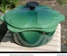 Le Creuset Kitchen Time, Kitchen Dishes, Kitchen Stuff, Kitchen Tools, Le Creuset Cookware, Vert Turquoise, Cast Iron Cooking, Dining Decor, Blue Rooms